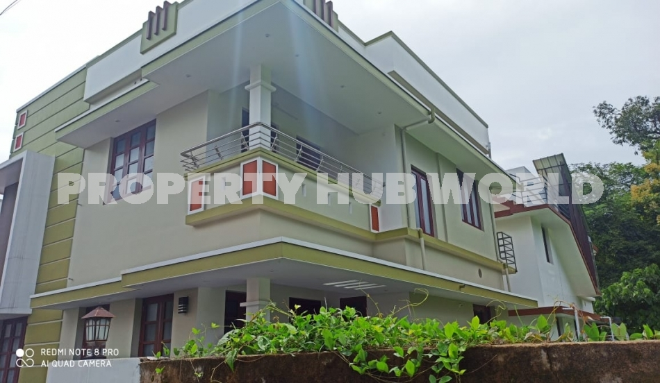 4cent land with 1750sqft 4BHK house at Puthiyakav.